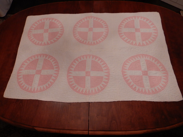 """Antique Pink & White Wagon Wheel Hand Quilted Table Runner Quilt 44"""" x 29"""""""