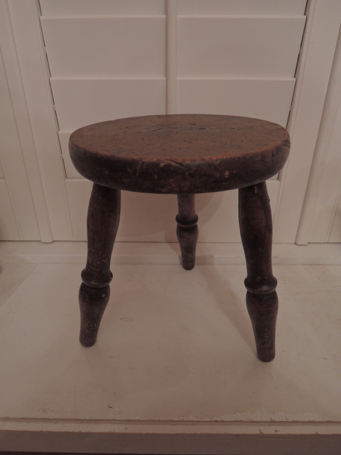 Antique English Wooden 3 Legged Primitive Milking Stool Sturdy Wood