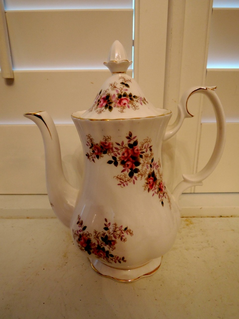 Vintage Royal Albert Lavender Rose Coffee Pot Beautiful Condition Teapot