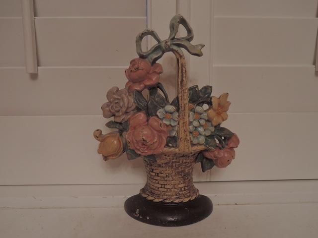 Vintage Cast Iron Hubley Flower Basket w/Bow Doorstop Number 121 Beautiful!