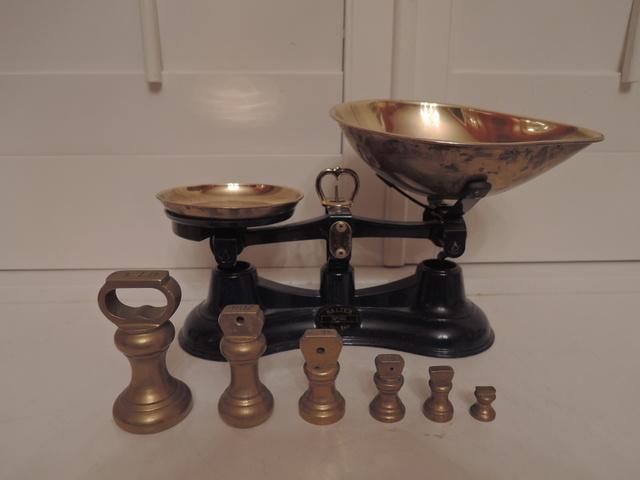 Vintage English Cast Iron Black Salter Kitchen Weigh Scales w/6 Brass Weights