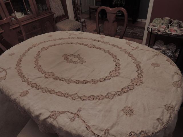 "Vintage Ecru Irish Linen & Lace 87"" x 56"" Tablecloth"