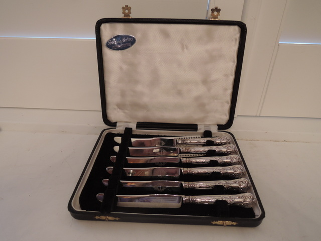 Set of 6 English Sterling Silver Handle Queen's Pattern Dessert Knives Boxed