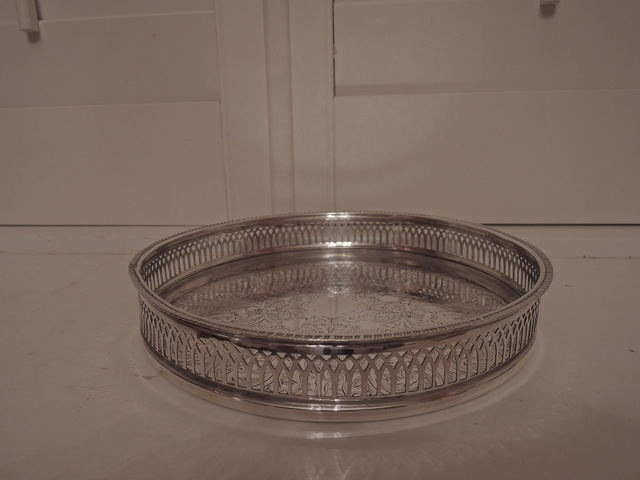 Vintage English Silverplate Cavalier Round Drinks/Vanity Pierced Gallery Tray