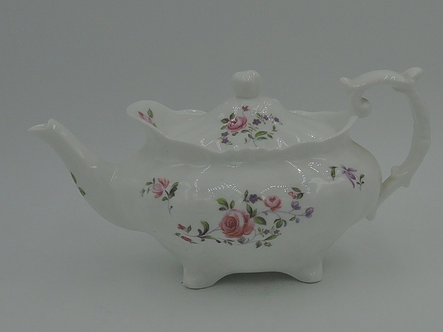 Vintage Hammersley Teapot w/Pink Roses 2 Cups Bone China