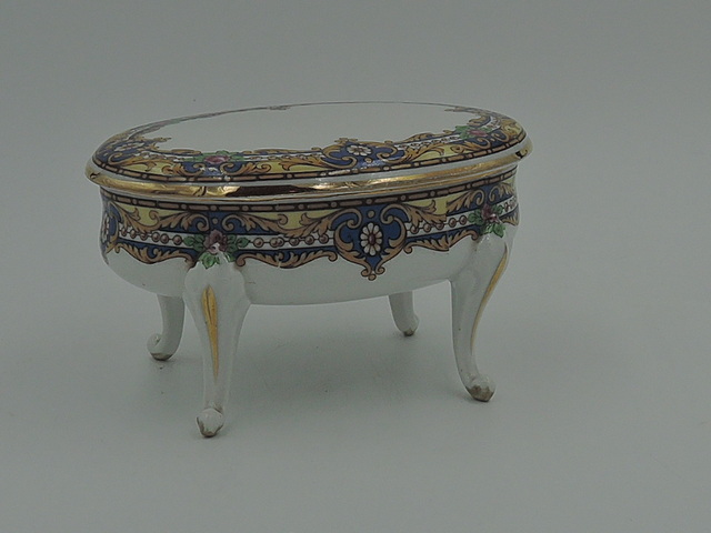 Vintage Lovely Limoges B & D Porcelain Jewelry Box Blue/Pink Roses