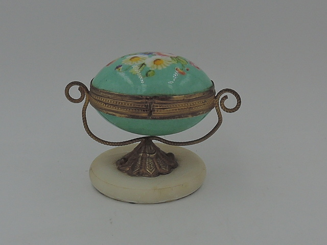Antique French Gilt Ormolu Jewelry Rosary Porcelain Box Hand Painted 19th C. Beautiful!