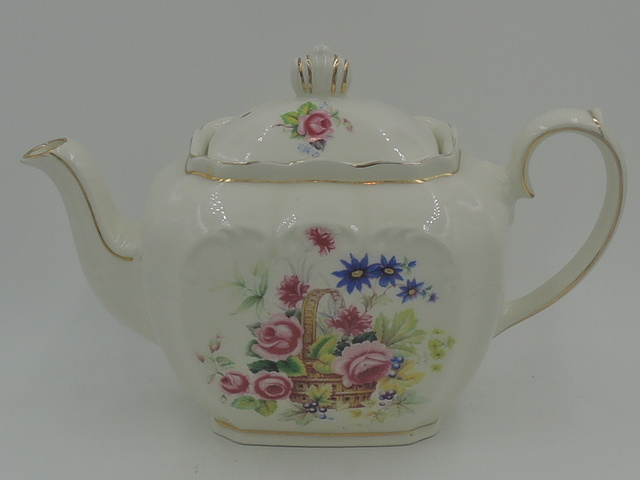 Vintage Windsor Cube Teapot Pink Roses Basket Beautiful!
