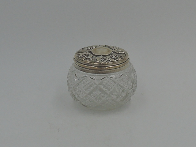 Antique Sterling Silver Repousse Lid & Cut Glass Ladies Vanity Jar 1903