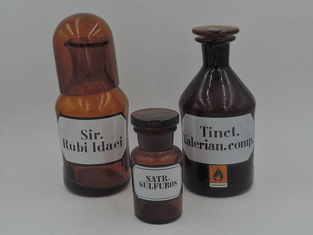 Vintage Set of 3 German Amber Apothecary Medicine Jars Bottles w/Labels