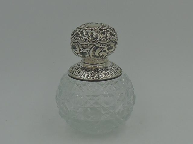 Antique Sterling Silver Repousse Lid & Cut Glass Perfume Bottle w/Dabber London 1907