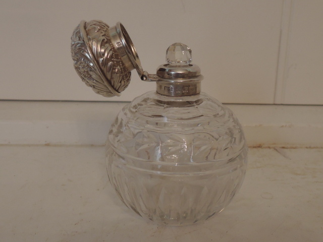 Antique Sterling Silver Lid & Cut Glass Ladies Perfume Bottle Birmingham 1901