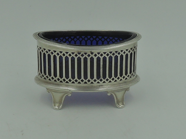 Antique Sterling Silver & Cobalt Blue Glass Footed Open Salt Cellar Chester 1913