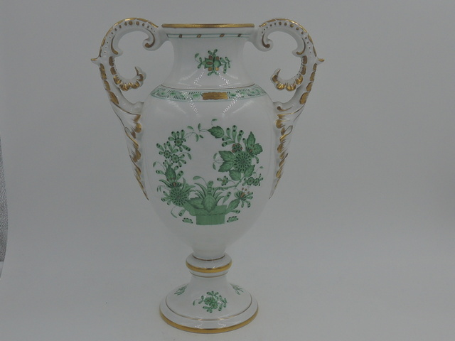 Herend Hungary Handpainted Handled Green & Gold Chinese Banquet Vase Beautiful