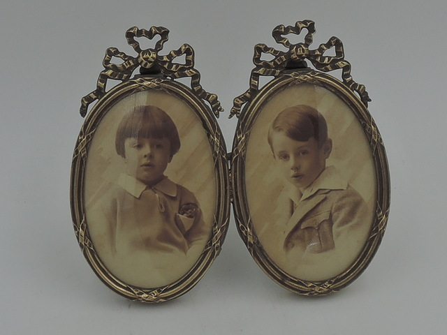 """Antique French Gilt Ormolu Brass Double Photo Frame 3"""" x 2"""" Oval Picture"""