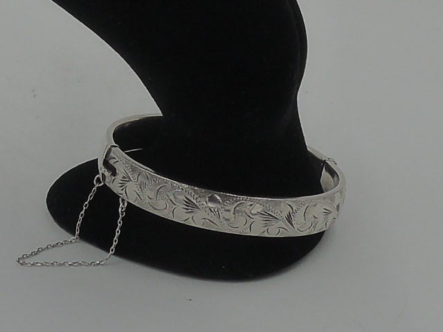 "Vintage English Sterling Silver Engraved Cuff Hinged 7.5"" Bangle Bracelet"