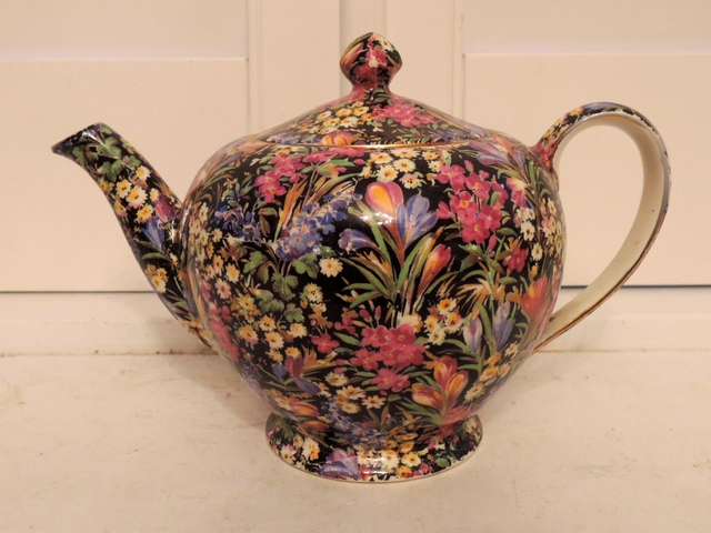Vintage Royal Winton Chintz Black Crocus Triumph Teapot Rare! 4 Cups