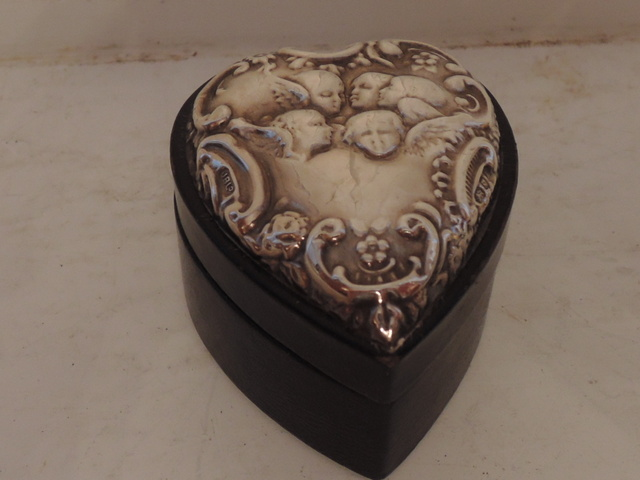 Sterling Silver Top Cherubs/Angels Heart Shaped Ring Box London 1986