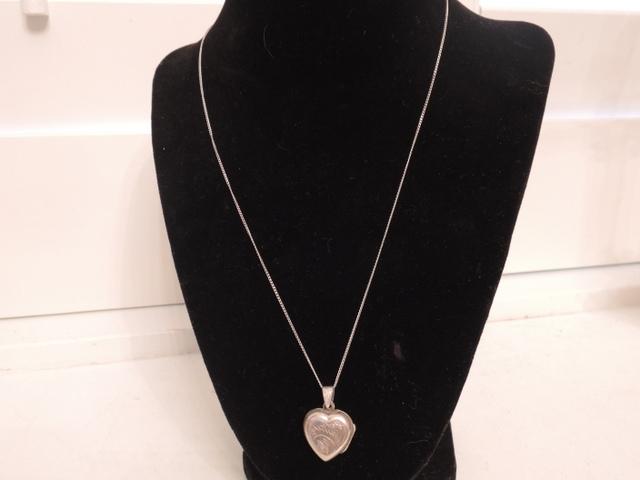 "Vintage Sterling Silver Heart Shaped Locket & 18"" necklace"