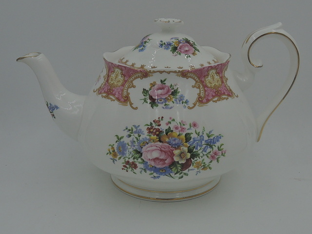 Vintage Royal Albert Lady Carlyle Large Teapot 6 Cups Pink Roses