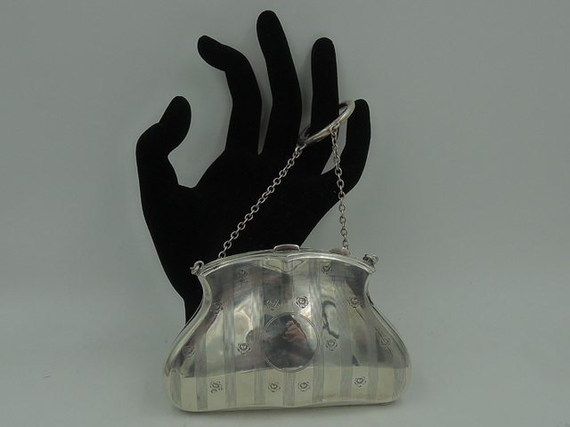English Sterling Silver Etched Purse Hinged Finger Chain Dance Compact 1914