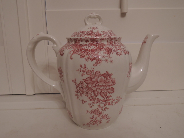 Vintage Villeroy & Boch Valeria Red Transferware Teapot/Coffee Pot Germany