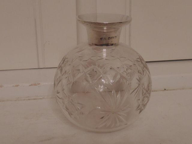 Antique Sterling Silver Lid & Star Cut Glass Perfume Bottle w/Dabber 1918