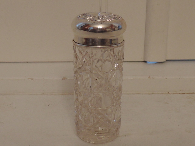 Antique Sterling Silver Repousse Lid & Star Cut Glass Vanity Jar London 1907