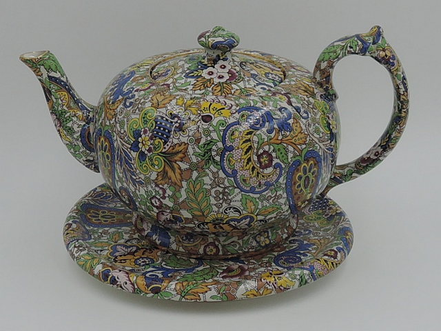 Vintage Wade Chintz Paisley Teapot 3 Cup & Matching Trivet Rare!