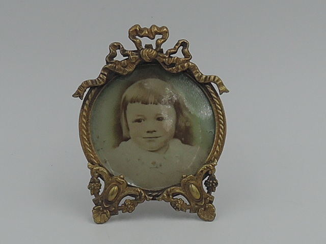 Antique french Ormolu Rococo Bronze Round Petite Photo Frame Picture
