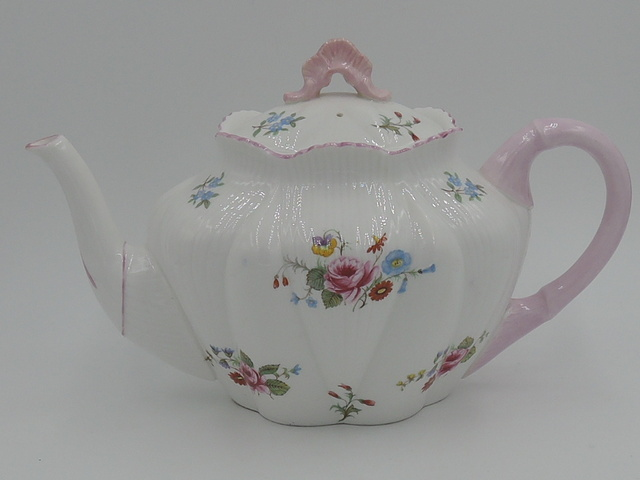 Vintage Shelley Dainty Shape Pink Roses 4 Cup Teapot Fine Bone China
