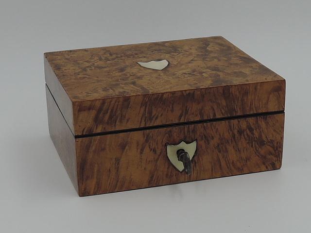 Quality Burr Walnut Veneer w/Mother of Pearl Jewelry Box Escutcheon w/Key