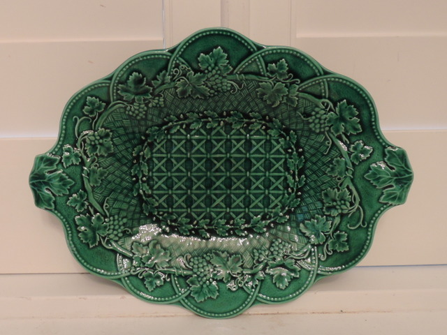 Antique Wedgwood Green Grape Leaf Handled Majolica Dish Plate 1880's