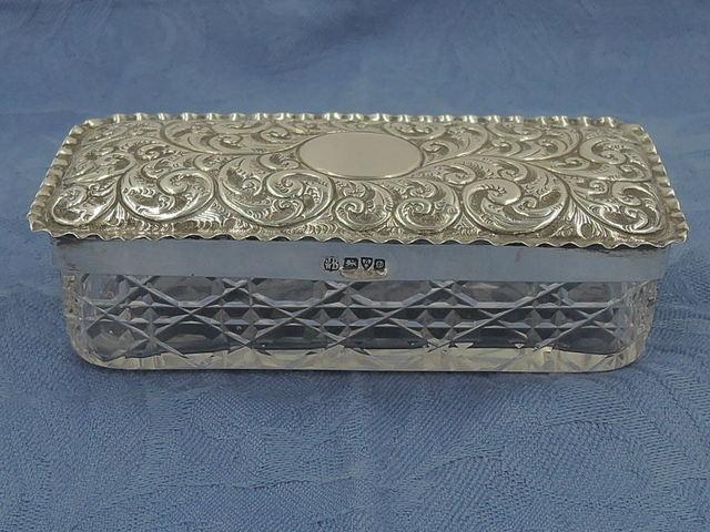 Antique Large Ornate Sterling Silver Lid & Cut Glass Ladies Vanity Jar Chester 1904