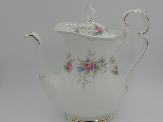 Vintage Royal Albert Colleen Bone China Coffee Pot/Teapot Pink Roses