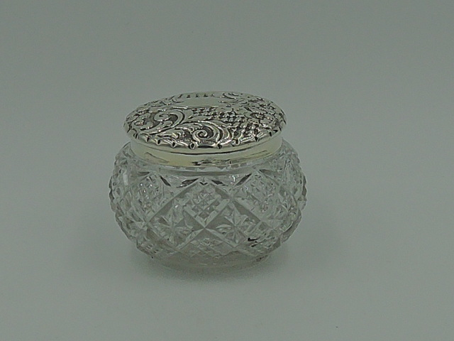 Antique English Sterling Silver Repousse Lid & Cut Glass Ladies Vanity Jar 1899